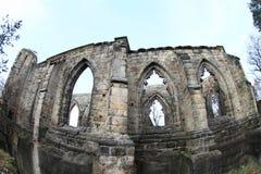 Ruine de cathédrale sur le château et le monastère d'Oybin photos stock