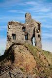 Ruine de château de Ballybunion sur un beau visage de roche Images stock