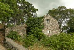 Ruine de la maison en pierre Photos stock