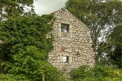 Ruine de la maison en pierre Photos libres de droits
