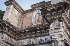 Ruine de la partie supérieure de Fontana Del Colosseo Via Dei Fori Imperiali à Rome image stock