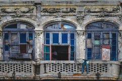 Ruine de style d'architecture de Ricoco habitée par les résidents cubains Images libres de droits