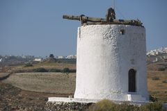 Ruine der alten Windmühle bei Santorini, Griechenland Lizenzfreie Stockbilder