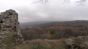 Ruine des Schlosses auf Windy Hill stock footage
