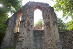 Ruine eines alten Klosters Stockfoto