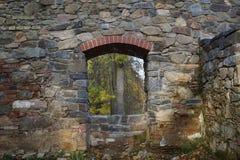 Ruine et fenêtre photographie stock libre de droits