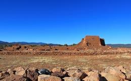 Ruine et yard d'église Photos libres de droits