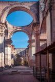 Ruine impressionnante de la cathédrale De Santiago à l'Antigua Photographie stock libre de droits