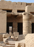 Ruine u. Hieroglyphen stockbild