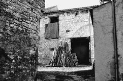 Ruine und Holz lizenzfreie stockfotos