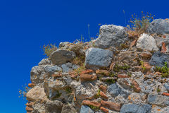 Ruined old stone wall Royalty Free Stock Photos