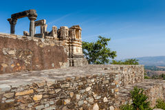 Ruined temple in the Kumbhalgarh fort complex, Rajasthan, India, Stock Image