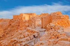 Ruinen auf Massada bei Sonnenuntergang Stockbild