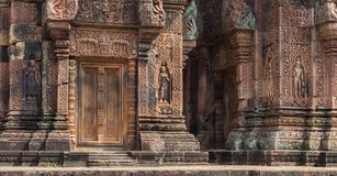 Ruinen Banteay Srei an den Angkor Wat historischen Ruinen lizenzfreie stockbilder