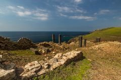 Ruinen bei Geevor Tin Mine, Pendeen lizenzfreies stockfoto