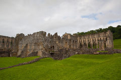 Ruinen berühmter Riveaulx-Abtei Stockbild