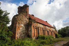 Ruinen der alten deutschen Kirche in der Nähe von Baltiysk, Russland Lizenzfreie Stockfotos