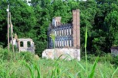 Ruinen der alten Fabrik-Mühle Stockfotos