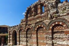 Ruinen der alten Kirche der heiligen Erzengel Michael und Gabriel in der Stadt von Nessebar, Lizenzfreies Stockbild