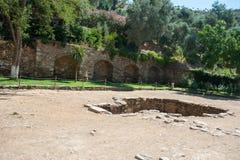 Ruinen der alten Stadt Ephesus, die altgriechische Stadt in der T?rkei, an einem sch?nen Sommertag lizenzfreie stockfotos