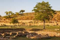 Ruinen der alten Stadt von Morgantina am Abend beleuchten Stockfotografie