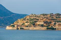 Ruinen der mittelalterlichen Festung in Spinalonga-Insel, Kreta, Griechenland Lizenzfreies Stockfoto