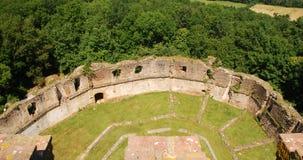 Ruinen der Montaner Verstärkung gesehen vom Kontrollturm Lizenzfreie Stockfotos