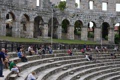 Ruinen des alten Amphitheaters in den Pula kroatien lizenzfreie stockfotografie