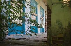 Ruinen des alten Backsteinhauses von Tomasz Wawzecki Vidzy-Dorf Stockbilder