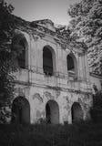 Ruinen des alten Backsteinhauses von Tomasz Wawzecki Vidzy-Dorf Stockfotografie