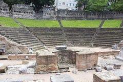Ruinen des alten römischen Amphitheaters in Triest lizenzfreie stockbilder