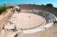 Ruinen des alten Theaters in den Salamis Stockfotos