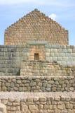 Ruinen des alten Ziegelstein-Hauses Stockbilder
