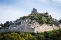 Ruinen des Crussol ziehen sich, in Frankreich zurück Stockfoto