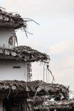 Ruinen des Gebäudes unter Zerstörung, städtische Szene Lizenzfreie Stockbilder