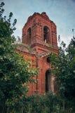 Ruinen des Glockenturms der verlassenen Kirche Vladimir Icons der Mutter des Gottes herein mit Bredikhino, Lipetsk-Region Stockbilder