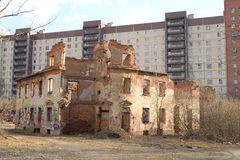 Ruinen des Hausfischenproduzenten Zotov Stockbilder
