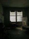 Ruinen des Krankenhauszimmers stockbild