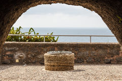 Ruinen des normannischen Schlosses in Aci Castello, Sizilien-Insel Stockbilder
