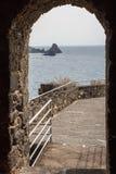 Ruinen des normannischen Schlosses in Aci Castello, Sizilien-Insel Stockbild