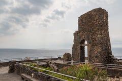 Ruinen des normannischen Schlosses in Aci Castello, Sizilien-Insel Lizenzfreies Stockbild