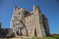 Ruinen des Schlosses in Mirow nahe bei castel in Bobolice Ziehen Sie sich im Dorf von Mirow in Polen, Jura Krakowsko-Czestochowsk Stockfotos