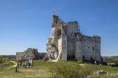 Ruinen des Schlosses in Mirow nahe bei castel in Bobolice Ziehen Sie sich im Dorf von Mirow in Polen, Jura Krakowsko-Czestochowsk Stockbilder