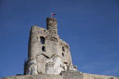 Ruinen des Schlosses in Mirow nahe bei castel in Bobolice Ziehen Sie sich im Dorf von Mirow in Polen, Jura Krakowsko-Czestochowsk Lizenzfreie Stockfotos