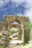 Ruinen des Torbogens in Madan Mahal Fort Lizenzfreies Stockfoto