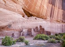 Ruinen des Weißen Hauses in Canyon de Chelly - Oberleder und untergeordnete lizenzfreies stockfoto
