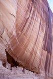 Ruinen des Weißen Hauses in Canyon de Chelly - vertikale Ansicht stockbilder