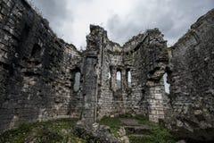 Ruinen einer alten Kirche von Bzyb in der Republik von Abchasien Stockfotos