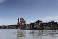 Ruinen einer bombardierten Donau-Brücke in Serbien Lizenzfreie Stockbilder