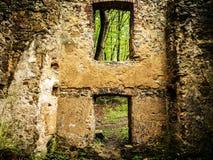 Ruinen eines alten Hauses stockfoto